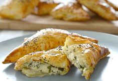 Spinach and Three Cheese Triangles Print Prep time 15 mins Cook time 25 mins Total time 40 mins Quiches, Halloween Fingerfood, Cheese Triangles, Beef Recipes, Cooking Recipes, Pastry Recipes, Spinach And Cheese, Veggies, Party