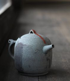 Teapot by Takeshi Omura (via Analogue Life | Japanese Design & Artisan made Housewares » Blog Archive » Teapot Cup exhibition...