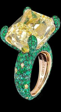Di Grisogono Haute Joaillerie Collection features a large yellow diamond solitaire surrounded by emeralds and yellow diamonds set in yellow gold High Jewelry, Bling Jewelry, Gemstone Jewelry, Jewelry Box, Jewelry Rings, Jewelry Accessories, Jewelry Design, Unique Jewelry, Ring Set