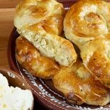 Cheese salad (variant – Pasta and pasta products Romanian Food, Romanian Recipes, Cheese Salad, French Toast, Deserts, Cooking Recipes, Bread, Breakfast, Pizza