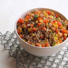 caiet cu retete: Salata cu hrisca si cruditati Pasta Carbonara, Raw Vegan, Vegan Food, Healthy Food, Tzatziki, Ratatouille, Chana Masala, Quinoa, Chili