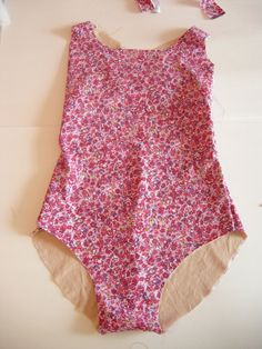 notes about swimwear fabric & lining, and a construction tutorial