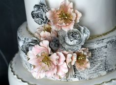 Love this cake! This is a close up of the script tier and flower work.,my dream wedding Beautiful Cakes, Amazing Cakes, Pretty Cakes, Book Cakes, Themed Wedding Cakes, Cake Blog, Cupcakes, Cake Trends, Sugar Flowers