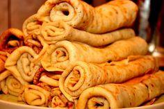 Itt a bizonyíték rá, hogy nem csak lisztből lehet finom palacsintát sütni! Nehéz abbahagyni egy darab után, annyira finom! Hozzávalók: 25 dkg zabpehely 1 teáskanál… Easy Sweets, Healthy Sweets, Healthy Snacks, Paprika Sauce, Czech Recipes, Hungarian Recipes, Food Decoration, Sweet And Salty, Diy Food