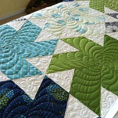 Quilting my Tiny Dancer quilt @jaybirdquilts made with @vchristenson Simply Style. | von Tsilva1303