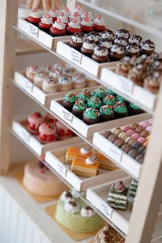 Love the simple white display boxes. Allows for the cupcakes and baked goods to really show without cluttering. someday this will be ma business. Bakery Cafe, Bakery Shops, Bakery Kitchen, Boutique Patisserie, Cupcake Shops, Cupcake Tray, Cupcake Cases, Cupcake Display, Cupcake Bakery