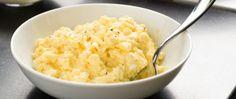 How to Make Sour Cream Scrambled Eggs - Fluffy Scrambled Eggs Recipe Scrambled Eggs With Spinach, Fluffy Scrambled Eggs, Fluffy Eggs, Cookbook Recipes, Egg Recipes, Cooking Recipes, Cooking Tips, Omelettes, Brunch