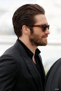 r Jake Gyllenhaal Mens Hairstyles With Beard, Hair And Beard Styles, Haircuts For Men, Men's Hairstyles, Classic Mens Hairstyles, Jake Gyllenhaal Haircut, Jake Gyllenhaal Movies, Medium Hair Styles, Long Hair Styles
