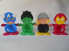Porta bombom em EVA <br>Confeccionamos outros personagens, consulte-nos! Fiesta Batman Lego, Lego Batman Party, Hulk Party, Baby Superhero, Superhero Birthday Party, Iron Man Party, Diy Kits, Holidays And Events, Craft Fairs