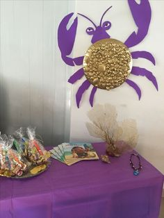 Have each table a different place Moana sails to in the movie. Tamatoa table from Moana Birthday party, easy diy using a big plate, dollar store sea shells, Hawaiian Birthday, Luau Birthday, 6th Birthday Parties, Birthday Ideas, Outdoor Birthday, Birthday Games, Moana Birthday Party Theme, Moana Themed Party, Moana Birthday Decorations