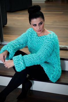 Knitwear, leather and fur fashion Knitwear Fashion, Crochet Fashion, Women's Fashion, Fashion Outfits, Big Knits, Chunky Knits, Chunky Yarn, Wool Tights, Thick Sweaters