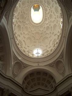 Amazing church ceiling designed by Bernini