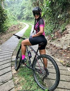 There are many different kinds and styles of mtb that you have to pick from, one of the most popular being the folding mountain bike. The folding mtb is extremely popular for a number of different … Mountain Biking Women, Best Mountain Bikes, Mountain Bike Shoes, Road Bike Women, Women's Cycling, Cycling Girls, Cycling Outfit, Corpo Sexy, Radler