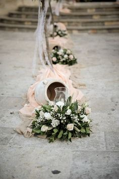 Ρομαντικός στολισμός γάμου | The Wedding Tales Blog Church Wedding Decorations, Wedding Entrance, Diy Wedding Flowers, Wedding Bouquets, Wedding Isles, Centerpiece Decorations, Alternative Wedding, Wedding Table, Marie