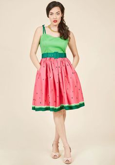 SS170814A While clad in this watermelon fit and flare by Collectif, you look like you've written the book on reviving retro style! Tied spaghetti straps, a green bodice, and a coordinating belt imbue this cotton dress with vintage-inspired finesse, but it's the poc