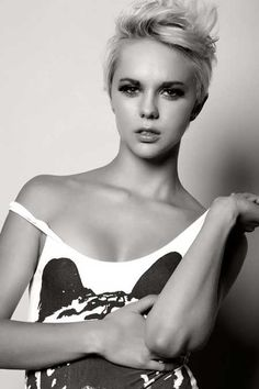 so perfect  http://www.short-haircut.com/wp-content/uploads/2013/06/Photos-of-Pixie-Haircuts-for-Women-11.jpg
