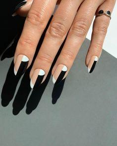 Do minimalista ao extravagante: 12 estilos de nail art para fugir do básico - L'Officiel Brasil Nagellack Design, Nagellack Trends, Minimalist Nails, Nail Swag, Hair And Nails, My Nails, Fall Gel Nails, Gradient Nails, Neon Nails