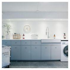 Laundry Room Inspiration, Downlights, Interior Design Living Room, Kitchen Decor, Kitchen Cabinets, Home Appliances, House Design, Laundry Rooms, Home Decor