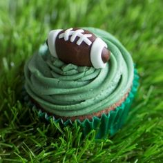 You really need to 'try' these delicious rugby cupcakes. Full recipe on bakingmad.com