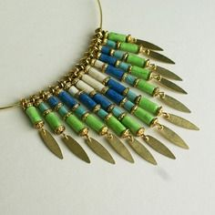 """Elégant collier """"narcisse"""" en perles de papier lokta népalais vert, bleu, blanc"""