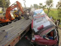 19 killed in bus truck collision in Faisalabad - The Express Tribune