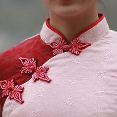 点绛唇。原创设计。民国风粉色刺绣颗粒感真丝棉蝴蝶扣中式棉衣-淘宝网