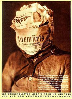 """Dadaísmo; John Heartfield; Ano: 1930; Cartaz de crítica para com a imprensa. O movimento expressa a reação contra a carnificina da Primeira Guerra Mundial, continha forte ingrediente negativo e destrutivo e se proclamava antiarte. A imagem contém uma cabeça em sua forma desconstruída é surreal, sendo embrulhada em jornal com uma manchete onde diz. """"Quem lê a imprensa burguesa fica surdo e cego, fora com as bandidagem estupidificantes!"""""""