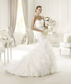 This mermaid wedding dress has a delicate appearance thanks to its silk garza frills. Usia from the Glamour by Pronovias 2013 collection Wedding Dress 2013, Pronovias Wedding Dress, Wedding Dress Organza, Wedding Dress Sizes, Elegant Wedding Dress, Bridal Dresses, Wedding Gowns, Bridesmaid Dresses, Organza Dress