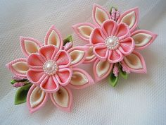 1 pair of HANDMADE kanzashi flower hair clips.The handmade KANZASHI flowers made of grosgrain ribbon are apprx.6 cm.(2.25) in diameter. Mounted
