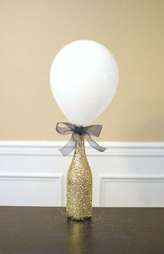 DIY Glitter Bottle Balloon Centerpiece - Pretty My Party - Party Ideas Masquerade Centerpieces, Bottle Centerpieces, Simple Centerpieces, Centrepieces, Retirement Party Centerpieces, Birthday Centerpieces, Balloon Centerpieces Wedding, Anniversary Party Decorations, Glitter Birthday