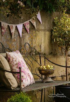 Um cantinho charmoso no pátio, jardim ou varanda ... - Jeito de Casa