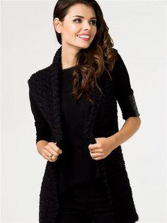 ženy sveter Teplý sveter v podobe vesty s čiernymi bez zapínania. Ideálne ako príloha k rade styling. https://www.cosmopolitus.com/sweter-sweter-damski-model-430323-black-p-126729.html?language=sk&pID=126729 #teply #sveter #vesta #cierna #sveter #modne #stylovy #zimne