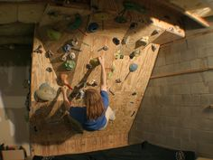 Build a rock climbing wall climbing walls club home rock wall design homemade interesting designs build Home Climbing Wall, Indoor Climbing Wall, Rock Climbing, Climbing Girl, Bloc Escalade, Bouldering Wall, Indoor Gym, Rock Wall, Indoor Playground