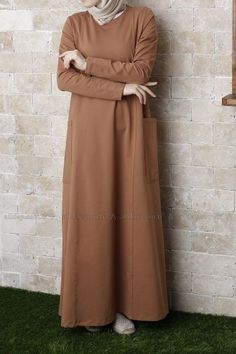 ELBİSE Hijab Style Dress, Hijab Outfit, Dress Outfits, Abaya Fashion, Modest Fashion, Fashion Dresses, Estilo Abaya, Hijab Abaya, Modele Hijab