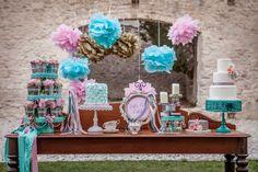 Pompons de Papel de Seda para Casamento - Foto do Site Frosted Petti Coat clique aqui