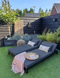 1930s House, Outdoor Furniture Sets, Outdoor Decor, Outdoor Projects, House Front, Garden Inspiration, Backyard Landscaping, Planer, Home And Garden