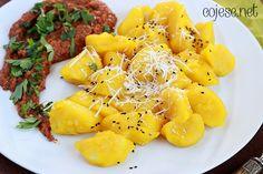 Dyniowe kopytka z sosem z pieczonej papryki, dyni i sezamu (bezglutenowe, wegańskie)   Sprawdź ten pyszny przepis!