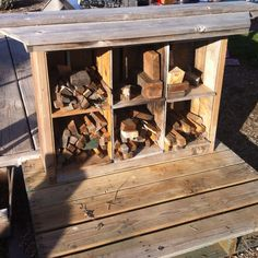 Pallet and orange crate fire wood storage by the fire pit. With a little tweaking this could make for a cool outdoor bar too Backyard Projects, Diy Pallet Projects, Garden Projects, Wood Projects, Pallet Ideas, Firewood Rack, Firewood Storage, Outside Living, Outdoor Living
