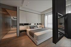 Спальня с поворотной панелью