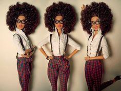 Si la vida me hubiera permitido escoger, hubiera elegido ser una mujer negra. Su piel es hermosa, tienen cuerpos perfectos, cantan como los ángeles y tienen ritmo hasta para estornudar. Es por esto mismo que considero que Barbie debió haber sido una mujer de raza negra. Vean qué muñecas tan más hermosas. Hubiera dado todo …