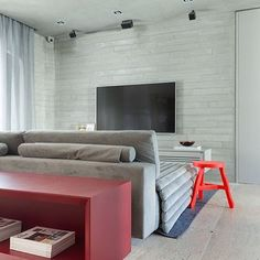 Home by @suite_arquitetos perfeito para um pre-feriado, heim?! Filminho e pipoca é tudo que a gente quer lá em casa!! #ahlaemcasa
