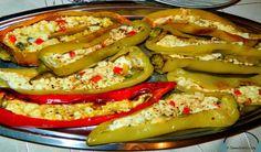 Ωραιότατο και πρωτότυπο μεζεδάκι για το ουζάκι σας. Πιπεριές κέρατο γεμιστές με τυρί φέτα!