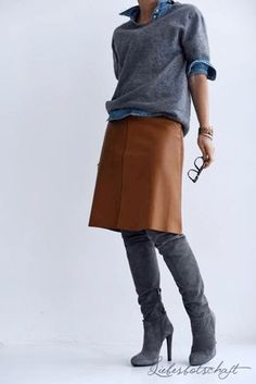 Camel leather skirt, shirt and sweater, overknees - Skirt outfits fall - Mode Outfits, Casual Outfits, Fashion Outfits, Fall Winter Outfits, Autumn Winter Fashion, Winter Wear, Brown Leather Skirt, Mode Jeans, Looks Cool