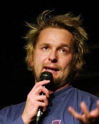 Mika Eirtovaaran tai jonkun muun stand up koomikon keikalle liput :)
