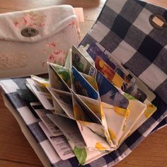 蛇腹のカードケースの作り方を載せました。 お財布にしてもいいし、診察券や保険証を入れて病院バッグとしても使えます。 カードが見やすいので、母くらいの歳の方に喜ばれています。 母の日のプレゼントにどうでしょうか? 質問はコメントからどうぞ。 ...
