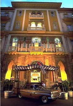 The Guide to Cuba the upcoming Caribbean Jewel for business and pleasure Havana House, Cuban Architecture, Cuba Pictures, Cuba Travel, Beach Travel, Mexico Travel, Spain Travel, Viva Cuba, Cuban Culture