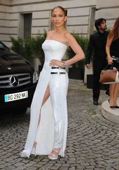 Photo of Jennifer Lopez - Paris Fashion Week - Haute Couture Fall-Winter - Atelier Versace - Arrivals - Picture Browse more than pictures of celebrity and movie on AceShowbiz. Fashion Week Paris, Fashion Show, Fashion Guide, Fashion Online, Atelier Versace, Trouser Outfits, Casual Outfits, Jennifer Lopez Feet, Sexy Rock