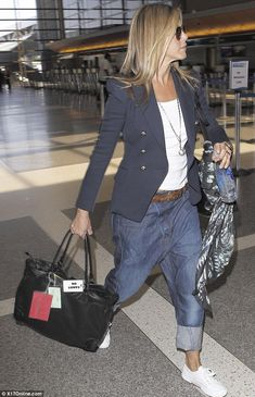 la-modella-mafia-Model-Street-Style-Jennifer-Aniston-airport-chic-in-a-Balmain-Black-Bird-Print-Silk-Scarf-1