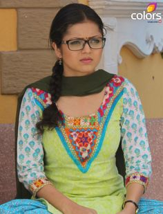Drashti Dhami aka Madhubala Cute Girl Pic, Cute Girls, Punjabi Girls, Punjabi Suits, Ada Khan, Patiyala Suit, Drashti Dhami, India People, Saree Models