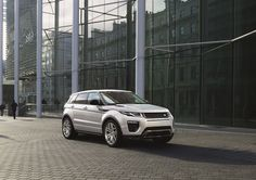 Land Rover has revealed images of the new crossover Range Rover Evoque, which world debut will take place in March at the Geneva auto show. Range Rover White, The New Range Rover, Range Rovers, Nouveau Range Rover Evoque, Range Rover Evoque Price, Audi Allroad, Landrover, Geneva Motor Show, S Car